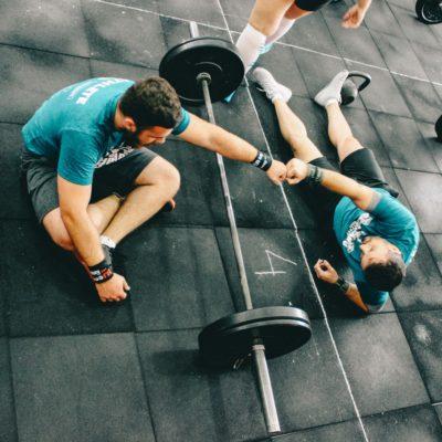 CrossFit Le Crossfit permet d'améliorer ses 10 compétences physiques: Endurance - Force - Résistance - Souplesse - Vitesse - Puissance - Agilité - Coordination - Précision - Equilibre