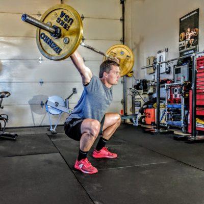 Haltérophilie L'objectif de ce cours est d'améliorer sa technique et ses performances dans les mouvements d'haltérophilie olympique (snatch, clean & jerk).